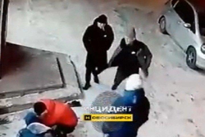 Компания пьяных новосибирцев избила девушку-таксиста и угнала ее машину