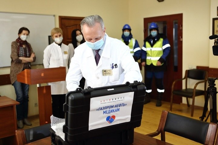 «Газпром нефть» передала Омской области мини-лаборатории для тестирования на коронавирус