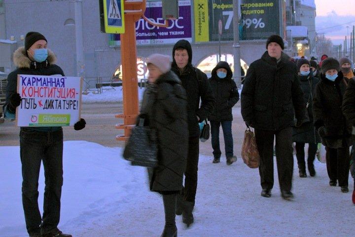Сибиряки вышли на пикеты против «обнуленной» Конституции