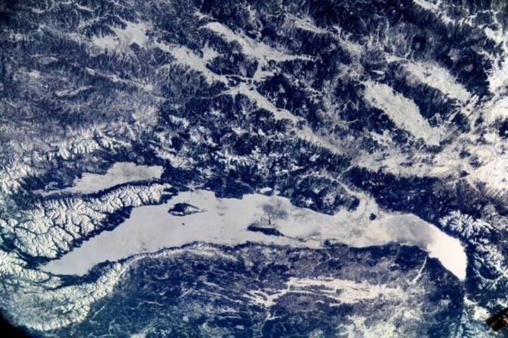 Как выглядит зимний Байкал из космоса (фото)