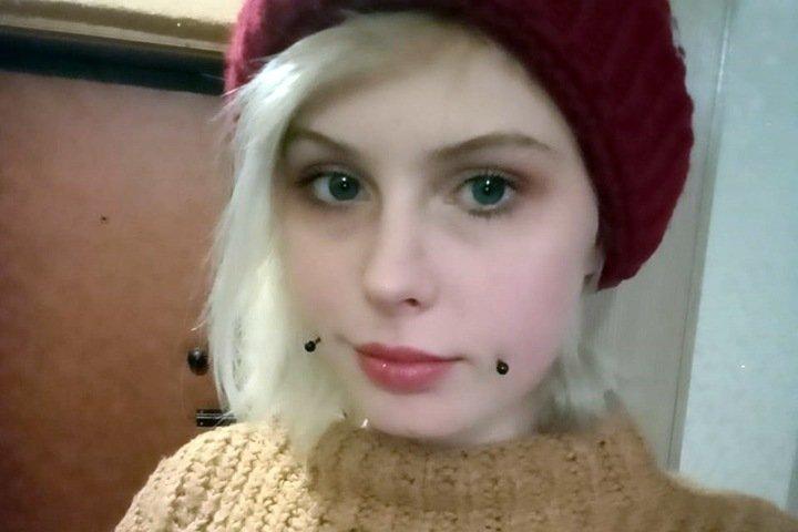 Падчерица новосибирца с проколотыми щеками пропала в Омске