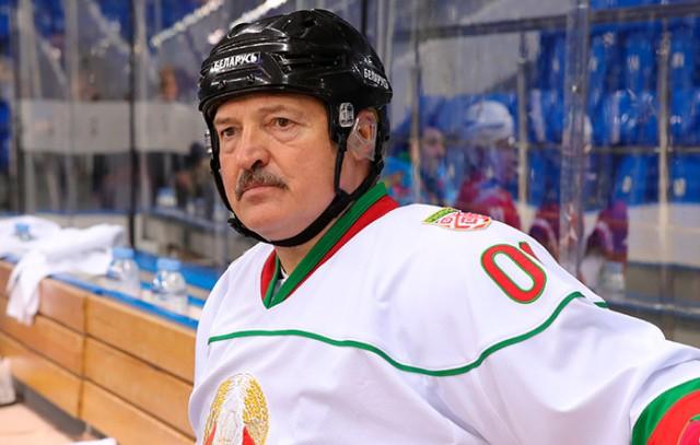 Зашивал мячи: каким футболистом был Лукашенко