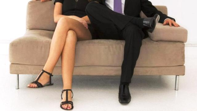 Вредная привычка: чем опасна здоровья сидячая поза нога на ногу