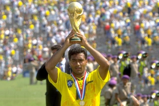 Яркий футболист 90-х: Ромарио исполнилось 55 лет