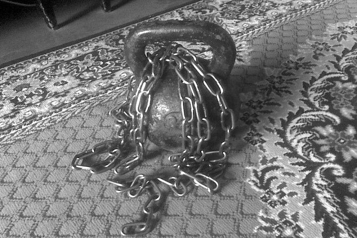 Державший сына на цепи кузбассовец получил условный срок