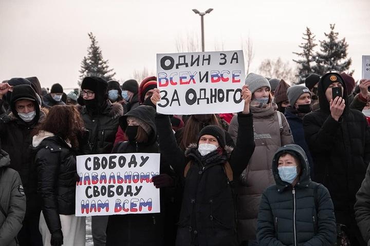 Красноярских подростков вызвали в СК по делу об акции в поддержку Навального