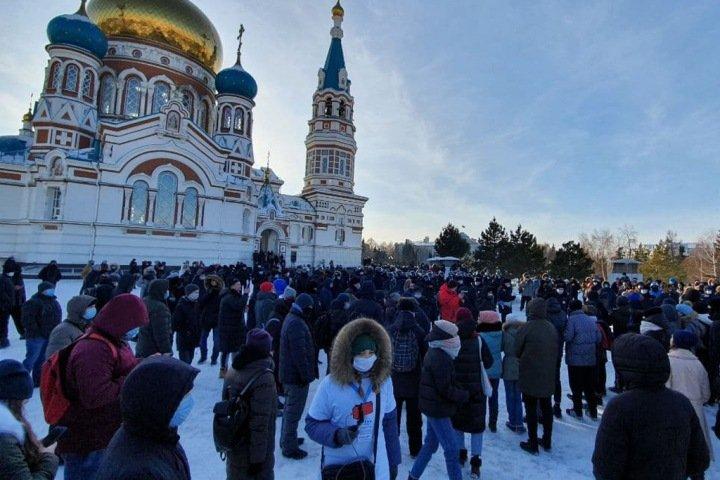 Как разгоняли мирный митинг в Омске. ВИДЕО