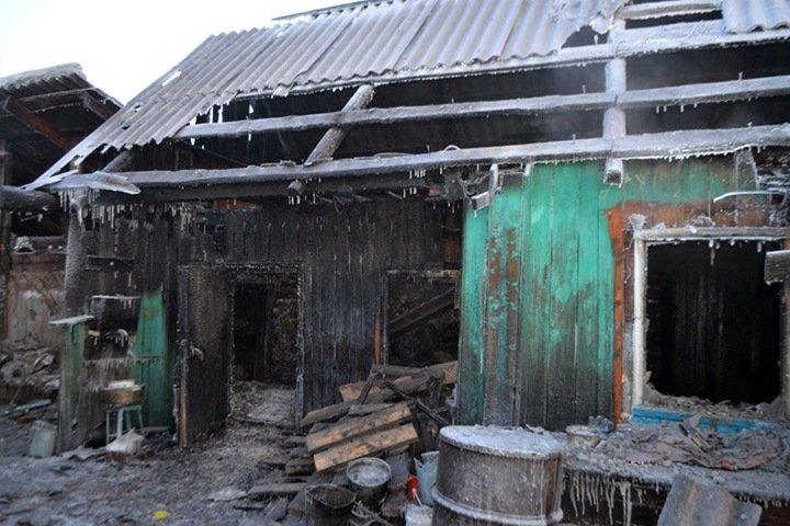 Трое предупрежденных о пожаре тувинцев погибли в сгоревшем доме
