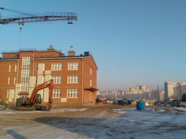 Школу не смогли достроить в Чите, потому что не приехали рабочие из Китая