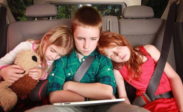 В каком возрасте разрешается перевозка детей без автокресла