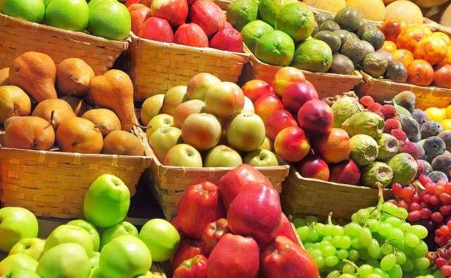 4 причины, почему лучше не есть фрукты на ночь