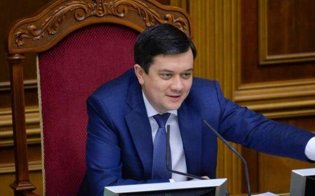 Интриги под спикера: кто хочет отставки Разумкова