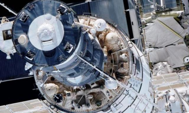 Космическое сито: почему на МКС стали появляться трещины