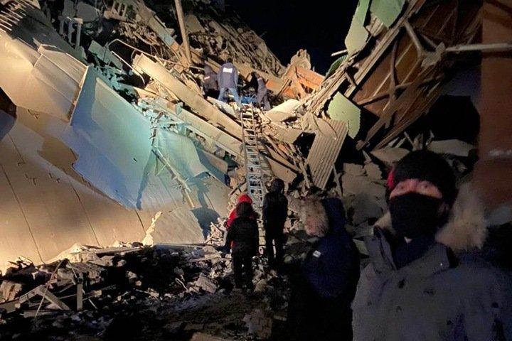 Число погибших при обрушении фабрики в Норильске выросло до трех