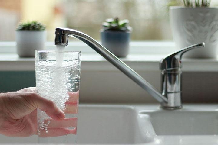 Лаборатория не нашла патогены в образцах воды из красноярских домов, где отравились люди