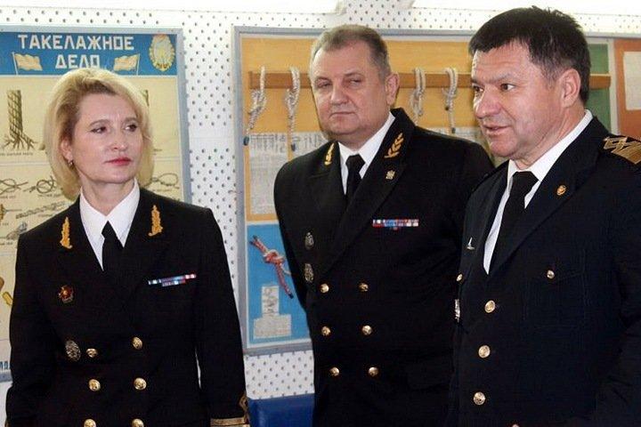 Суд закрыл дело бесплатно катавшего новосибирских топ-чиновников по Оби руководителя