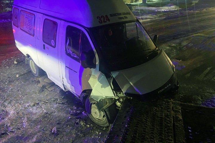 Новосибирская маршрутка влетела в грузовик. Есть пострадавшие