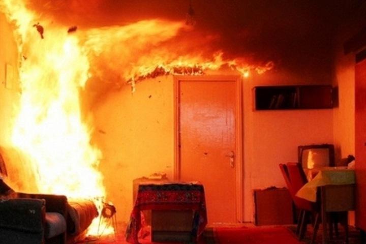 Житель Алтая облил бензином и поджег сожительницу. Он также пытался сжечь двухлетнего ребенка