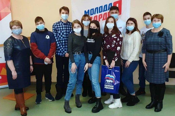 Единороссы привлекли новосибирских школьников к политической игре