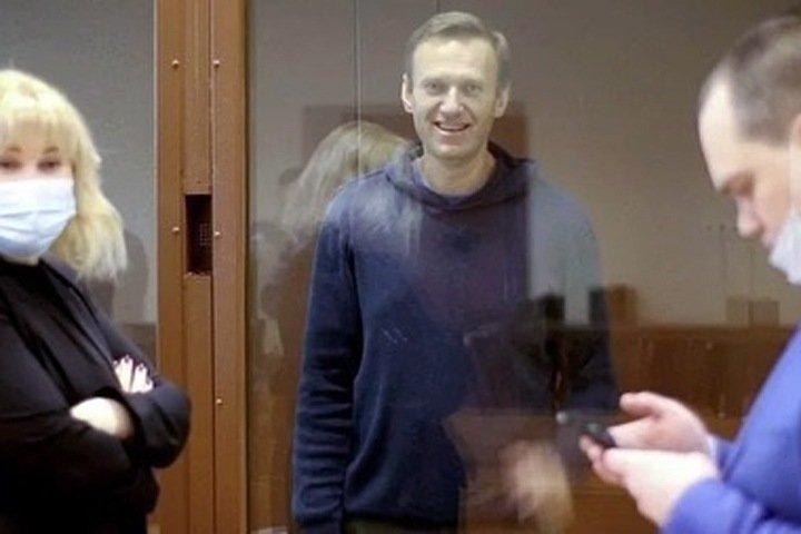 Суд оставил Навального в колонии по делу «Ив Роше»: «Важно не чувствовать себя одиноким»