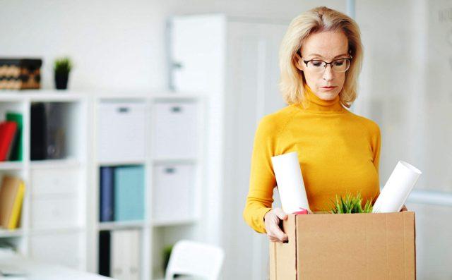 Уволенная работница: в 2020 году женщин уходили с работы чаще, чем мужчины