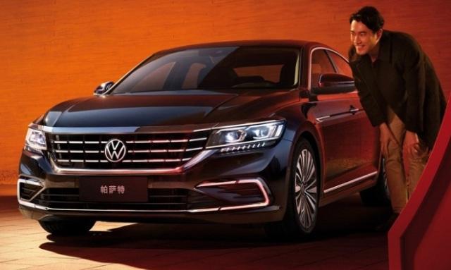 Новый Volkswagen Passat: косые фары и решетка