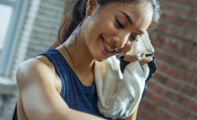 Потное лицо: как тренировки влияют на кожу
