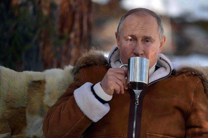 Кремль опубликовал фото сибирского отдыха Путина в доме Шойгу, не назвав регион