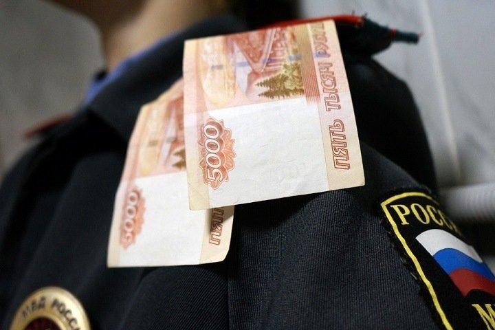 Замглавного следователя МВД Тувы обвинили в получении взяток за трудоустройство в полицию