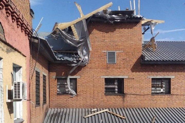 Зданию полиции в Кузбассе сорвало крышу