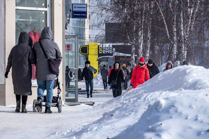Осужденных привлекли бесплатно убирать снег с улиц Новосибирска