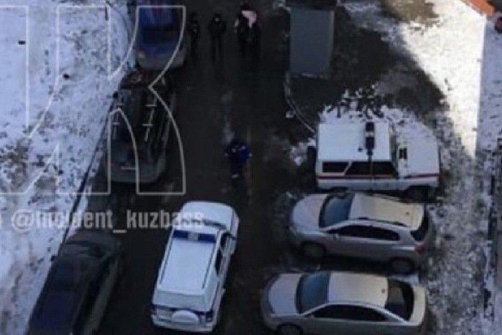 СМИ: школьница в Кемерове скончалась после падения с многоэтажки