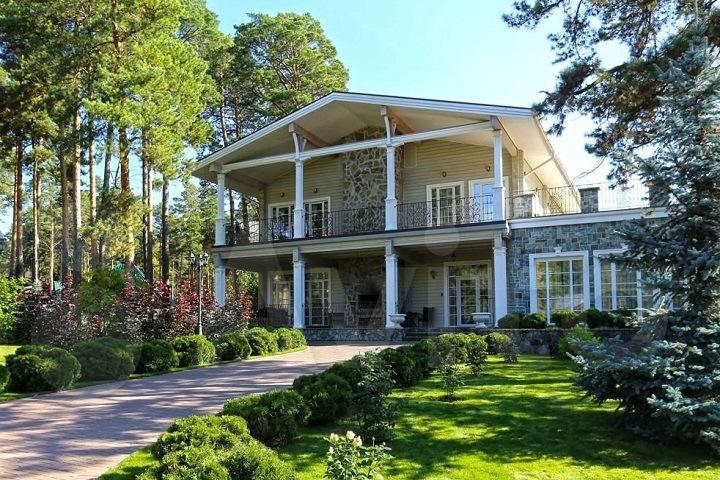 Дворцы по-сибирски: как выглядит элитная загородная недвижимость нашего времени