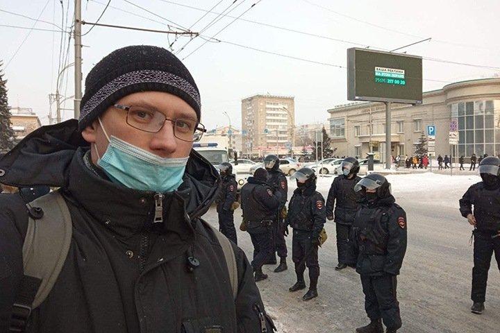 Уволенный за акцию протеста 23 января преподаватель новосибирского колледжа хочет вернуться на работу