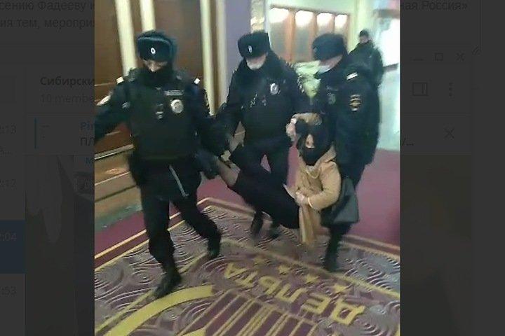 Томских депутатов задержали на съезде в Москве