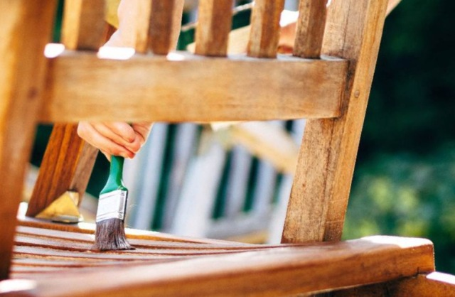 Лак, морилка или пропитка: что использовать для восстановления деревянных элементов