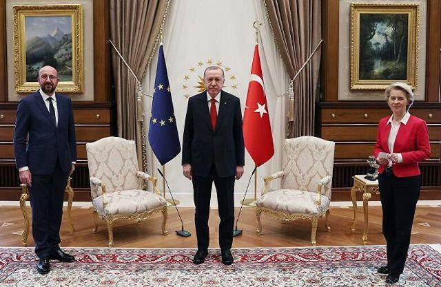 В ногах правды нет: почему женщине не нашлось стула рядом с Эрдоганом