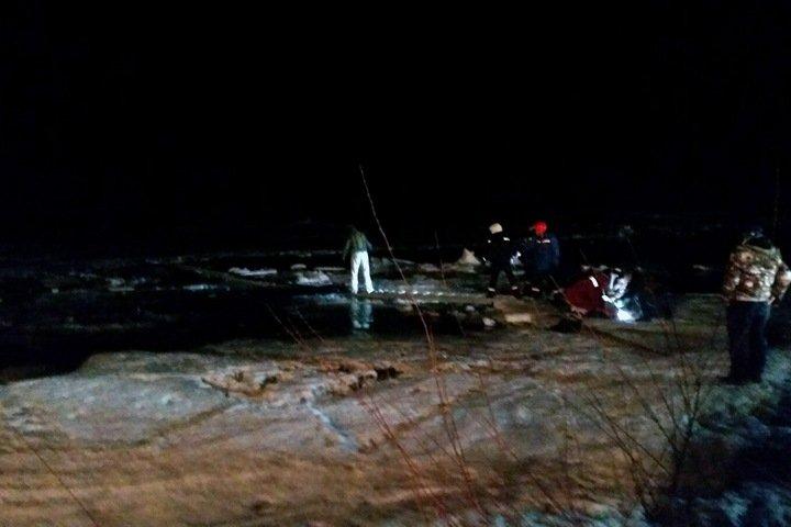 Машина с полицейскими провалилась под лед в Иркутской области
