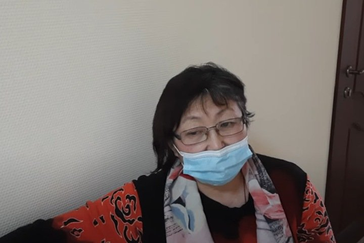 Активистке из Улан-Удэ стало плохо в суде по митингу за мешок с надписью «Я нищая, я за Путина горой»