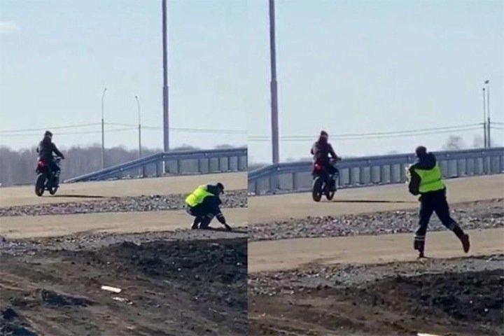Полицейский кинул камень в мотоциклиста под Новосибирском