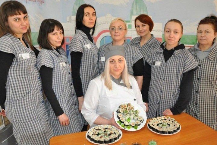 Новосибирских заключенных научили готовить суши