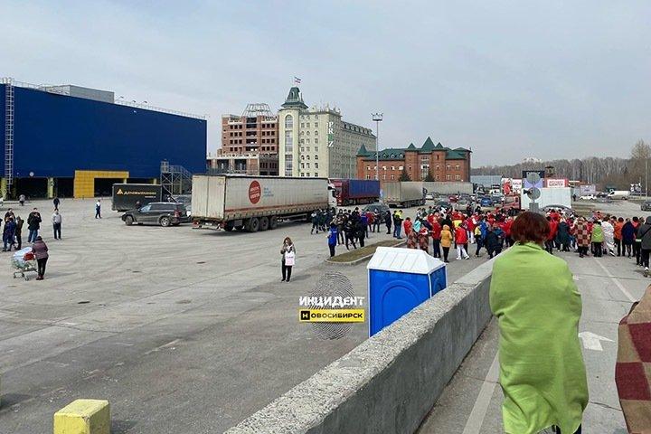 Торговый центр «Мега» эвакуировали в Новосибирске