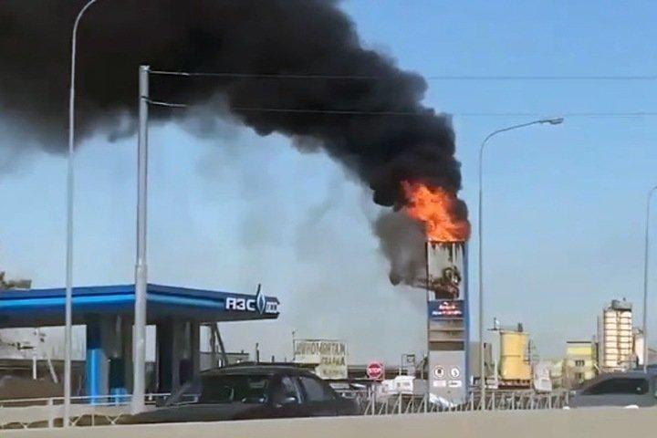 Табло с ценами на бензин загорелось под Новосибирском