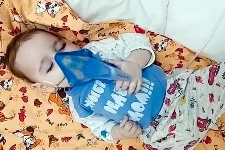 «Хотели стол накрыть на день рождения, в итоге — похороны»: почему в Красноярском крае умирают дети со СМА