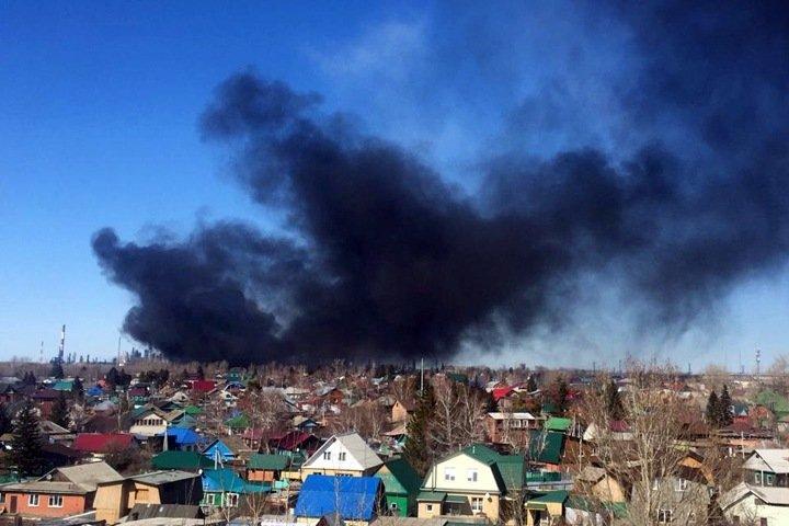 Сильное задымление произошло в районе Омского НПЗ