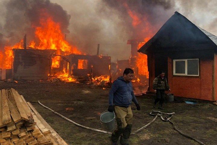 Гостевые дома загорелись в курортной местности Бурятии