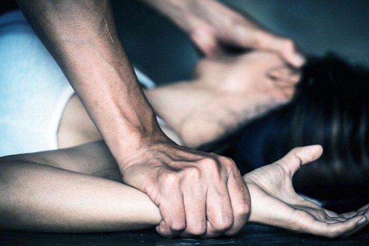 Алтайскую семью обвинили в изнасиловании девушки на камеру и ее смерти