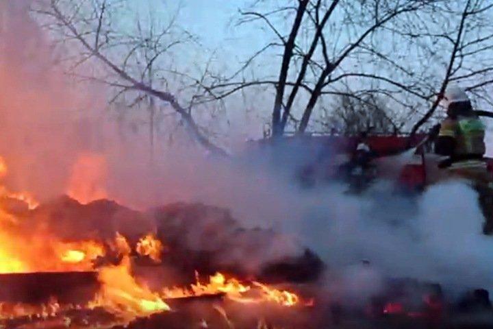 СК: иркутский поселок сгорел из-за обрыва проводов