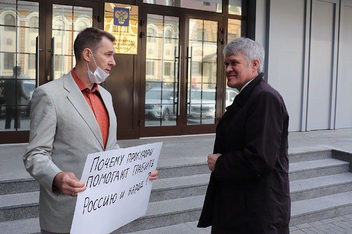 Новосибирского общественника оштрафовали за обращение к генпрокурору Краснову