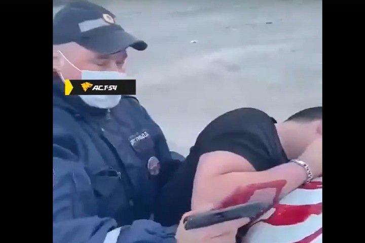 Мужчина получил ранение в голову во время конфликта с сотрудниками ДПС в Новосибирской области